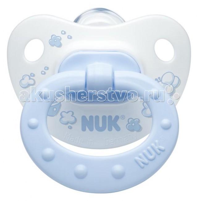 Пустышка Nuk ортодонтическая силиконовая Baby Blue, размер 2 (6-18 мес.)ортодонтическая силиконовая Baby Blue, размер 2 (6-18 мес.)Современный дизайн и ортодонтическая форма NUK  Ортодонтическая форма соски-пустышки NUK обеспечивает формирование правильного прикуса и челюстно-лицевого аппарата в целом, а красочный рисунок понравится Вашему ребенку. Загубник анатомической формы полностью прилегает к лицу ребенка и оснащен специальным вентиляционным отверстием.  Как и все соски NUK имеет клапанную систему NUK AIR SYSTEM - воздух выходит через специальное отверстие, благодаря чему пустышка остается мягкой и сохраняет свою форму, что предотвращает деформацию полости рта ребенка.<br>