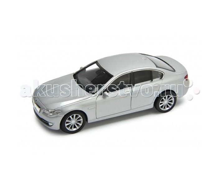 Welly Модель машины 1:34-39 BMW 535Модель машины 1:34-39 BMW 535Модель машины Welly 1:34-39 BMW 535 - это настоящая уменьшенная копия автомобиля BMW 535, выполненная в масштабе 1:34-39 в благородном серебристом цвете.   Все игрушки компании Welly отличаются исключительно высоким качеством исполнения и выглядят очень эффектно. Такая машинка не только сможет стать ценным экземпляром для коллекционеров авто, но и замечательной игрушкой, которая прослужит долгие годы.   Машинка функциональна: у нее открываются двери, колеса вращаются.  Автомобиль BMW 535 вышел в свет в 2010 году, он был создан для удовлетворения самых взыскательных требований. У него внушительные технические характеристики, а изящный дизайн покоряет с первого взгляда.<br>