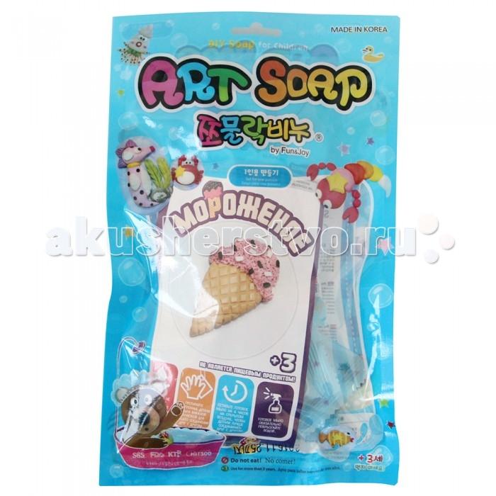 Art Soap Пластилиновое мыло МороженоеПластилиновое мыло МороженоеArt Soap Пластилиновое мыло Мороженое ADIY6P70_066   Пластилиновое мыло Art Soap — это новый увлекательный и, главное, безопасный способ занять юного микеланджело. С таким набором каждый ребенок с легкостью ощутит себя великим творцом. Это новый революционный материал, сочетающий в себе различные элементы мыловарения и лепки из глины. Натуральное косметическое мыло может принять форму любой фантазии ребенка: машинок, зверушек, волшебных персонажей и даже еды!  Пластилиновое мыло Art Soap гораздо более нежное и деликатное, чем обычное. Состав его прост и прекрасен: натуральная мыльная основа, растительные масла и глицерин, только натуральные, нетоксичные красители.  Такие деликатные компоненты бережно относятся к чувствительной коже ребенка, мягко очищают ее и увлажняют. Компания уделяет особое внимание безопасности и качеству продукции,регулярно проходит специализированные тесты и дерматологические испытания. Пластилиновое мыло - это не только чудесный способ провести время и милая игрушка, но и прекрасное средство гигиены для вашего ребенка!<br>