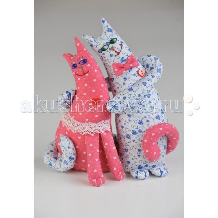 Перловка Набор выкроек Влюблённые котыНабор выкроек Влюблённые котыИсстари в самодельную игрушку вкладывали определенное значение и особенно ценили. Наши куклы поднимают настроение, украшают интерьер и могут нести в себе глубокий смысл. Это и оберег, и талисман, и символ чувства или эмоции мастера Кукла, сделанная своими руками - лучший подарок и собственным детям, и своим друзьям! Дополнительно вам понадобится синтепон или синтепух.<br>
