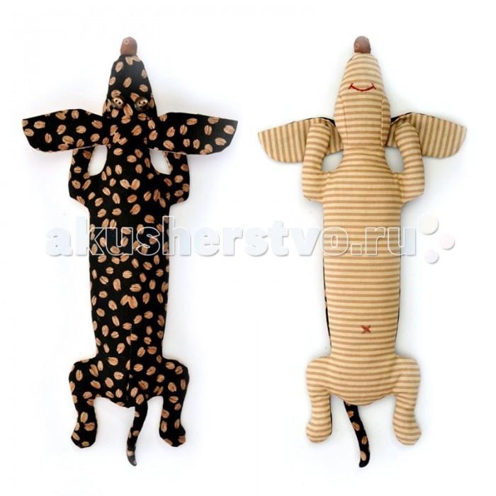 Перловка Набор выкроек Кофейная таксаНабор выкроек Кофейная таксаИсстари в самодельную игрушку вкладывали определенное значение и особенно ценили. Наши куклы поднимают настроение, украшают интерьер и могут нести в себе глубокий смысл. Это и оберег, и талисман, и символ чувства или эмоции мастера Кукла, сделанная своими руками - лучший подарок и собственным детям, и своим друзьям! Дополнительно вам понадобится синтепон или синтепух.<br>