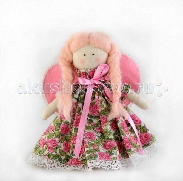 Перловка Набор выкроек ФеяНабор выкроек ФеяИсстари в самодельную игрушку вкладывали определенное значение и особенно ценили. Наши куклы поднимают настроение, украшают интерьер и могут нести в себе глубокий смысл. Это и оберег, и талисман, и символ чувства или эмоции мастера Кукла, сделанная своими руками - лучший подарок и собственным детям, и своим друзьям! Дополнительно вам понадобится синтепон или синтепух.Серия «Забавные друзья» - Игрушки из фетра. Фетр - уникальный материал, его отличие от большинства тканей, — он делается как бумага, поэтому с ним можно обращаться как с бумагой, также резать, клеить, и т.д. Но в то же время он сохраняет мягкость, пластичность и уютность ткани. Куклы из фетра просты в изготовлении (их можно сшить полностью вручную) и при этом получаются великолепные игрушки – мягкие, «уютные», радостные, детально проработанные. Они могут быть и украшением интерьера или просто «любимой мягкой игрушкой».  В состав набора входит: фетр различных рассцветок, хлопок, нитки для вышивки и декорирования, листы с выкройками персонажа, подробная инструкция для изготовления игрушки.<br>
