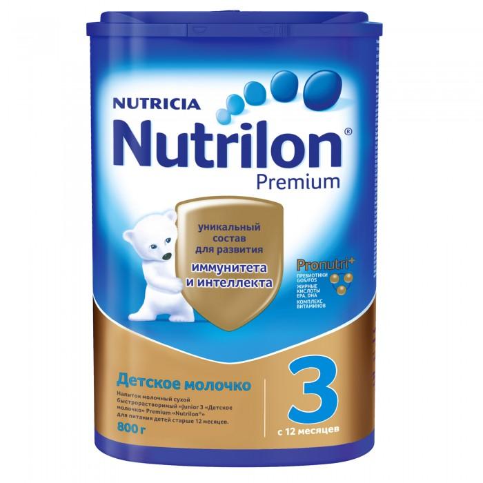 Nutrilon Молочная смесь Junior 3 с 12 месяцев 800 гМолочная смесь Junior 3 с 12 месяцев 800 гJunior 3 - полноценная сухая молочная детская смесь для здоровых детей. Смесь содержит запатентованный комплекс пребиотиков Immunofortis (природных пищевых волокон), которые укрепляют иммунную систему малыша подобно пребиотикам грудного молока. Они стимулируют рост полезных бифидо- и лактобактерий в кишечнике, формируют в нем здоровую микрофлору и тем самым снижают риск развития аллергических и инфекционных заболеваний. Смесь с пребиотиками Immunofortis на 50% сокращает заболеваемость кишечными инфекциями и на 46% - инфекциями верхних дыхательных путей. Состав: обезжиренное молоко, деминерализованная молочная сыворотка, cмесь растительных масел (пальмовое, подсолнечное, рапсовое), пребиотики (галактоолигосахара, фруктоолигосахара), лактоза, концентрат белков молочной сыворотки, минеральные вещества, витаминный комплекс, таурин, холин, соевый лецитин, микроэлементы, нуклеотиды. Особенности:Приятный вкус и нежная онсистенция Содержит пребиотики IMMUNOFORTIS®, способствующие укреплению иммунной системы Обогащен железом и йодом для интеллектуального развития и формирования правильного обмена веществСодержит достаточное количество цинка и витаминов (А, В, С, D, Е) для здорового и гармоничного роста малышаСпособствует укреплению зубов и костей благодаря оптимизированному содержанию кальция и витамина DПищевая ценность на 100 г порошка: белки - 14,6 г, жир - 18,8 г, углеводы - 51,4 г, пребиотики - 8 гЭнергетическая ценность на 100 г порошка: 432 Ккал  Необходима консультация специалистов. Молочная смесь предназначена для питания детей с 12 месяцев.<br>