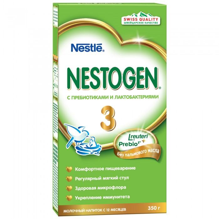 Nestogen 3 Заменитель с 12 мес. 350 г3 Заменитель с 12 мес. 350 гМолочко Nestogen® 3 - сбалансированный продукт, заменяющий коровье молоко в рационе ребенка старше года. Дополняет рацион ребенка питательными веществами, необходимыми для его оптимального роста и развития. Содержит натуральные пищевые волокна Prebio® (пребиотики ГОС/ФОС), которые помогают пищеварению и способствуют формированию регулярного стула.  Лактобактерии L.reuteri, входящие в состав смеси, помогают созреванию пищеварительной системы, способствуют становлению здоровой микрофлоры и эффективно уменьшают колики, срыгивания и дискомфорт у малыша. Продукт следует готовить непосредственно перед каждым кормлением.  Состав:Обезжиренное молоко, лактоза, мальтодекстрин, смесь растительных масел (низкоэруковое рапсовое, подсолнечное, подсолнечное высокоолеиновое, кокосовое), молочный жир, пребиотики (галактоолигосахариды (ГОС) и фруктоолигосахариды (ФОС)), цитрат кальция, соевый лецитин, витаминный комплекс, хлорид магния, сульфат железа, культура лактобактерий L.reuteri не менее 1х106 КОЕ•/г, сульфат цинка, сульфат меди, йодид калия, селенат натрия. Изготовлено с использованием обезжиренного молока.  Особенности:Сухая молочная смесь Nestogen Нестоген с пребиотиками Полноценное питание Комфортное пищеварениеРегулярный стулБез использования генетически модифицированных ингредиентов, консервантов, красителей и ароматизаторовИзготовлено с использованием обезжиренного молока и молочной сыворотки  Идеальной пищей для грудного ребенка является молоко матери.  Продолжайте грудное вскармливание как можно дольше после введения прикорма. Необходима консультация специалиста.  Nestogen 3 (возрастные ограничения: с 12 мес. ) не являются заменителями грудного молока.   Необходима консультация специалистов. Молочная смесь предназначена для питания детей с 12 месяцев.<br>