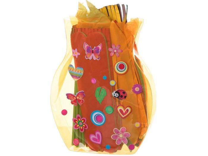 Bondibon Набор для творчества Сказочный букет в вазеНабор для творчества Сказочный букет в вазеНабор для творчества Сказочный букет в вазе.  С набором для творчества Сказочный букет в вазе от производителя Bondibon каждая девочка сможет создать яркий и удивительный бумажный букет в вазе! В набор входят листы разноцветной бумаги трех различных форм, а также большое число разноцветных трубочек и веревочек подарят безграничный простор вашему творчеству.   Получившиеся цветы никогда не завянут, их не нужно поливать, а оформленная наклейками ваза украсит любой интерьер!<br>