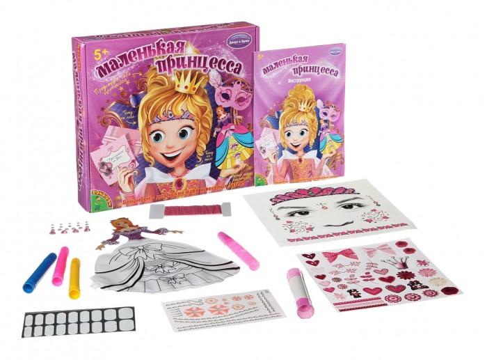 Bondibon Набор для творчества Маленькая принцессаНабор для творчества Маленькая принцессаНабор для творчества Маленькая принцесса .  Все маленькие принцессы мечтают организовать свой волшебный бал. Для этого им потребуются стильные украшения и, конечно же, специальные приглашения для гостей. В комплекте Маленькая принцесса есть вес необходимое, что нужно для такого яркого торжества.  Следуя инструкции, девочки сделают красивые пригласительные, украсят куколку симпатичными аксессуарами и смогут преобразить себя.   В комплект входят временные татуировки в виде диадемы и других узоров, а также маленькие стразы на клейкой основе, которыми можно украсить ноготки принцессы. Кроме того, при помощи чертежей можно создать карнавальную маску и бижутерию из бумаги.<br>