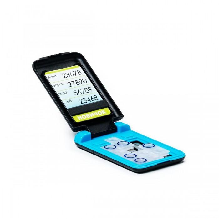 Bondibon Логическая игра СмартфонЛогическая игра СмартфонЛогическая игра Смартфон.  Самый доступный и совершенно безопасный, яркий и модный персональный смартфон, не требующий подзарядки, обновления программного обеспечения принесет удовольствие как ребенку, так и взрослому.   Кому позвоним по новому смартфону? Компактный продуманный дизайн позволит не отвлекаться от игры даже в стесненных дорожных условиях. Карточка с заданиями помещается во внутреннее отделение дисплея «смартфона».   Кнопки на клавиатуре игры необходимо перемещать таким образом, чтобы все цифры из задания стали видны сквозь отверстия на кнопках.   Игрушка с заданиями от простых - для семилетних малышей, до сложных - для опытных любителей логических головоломок.   Увлекательная игра скрасит время вынужденного ожидания и длительного путешествия. Для детей от 7 лет.<br>
