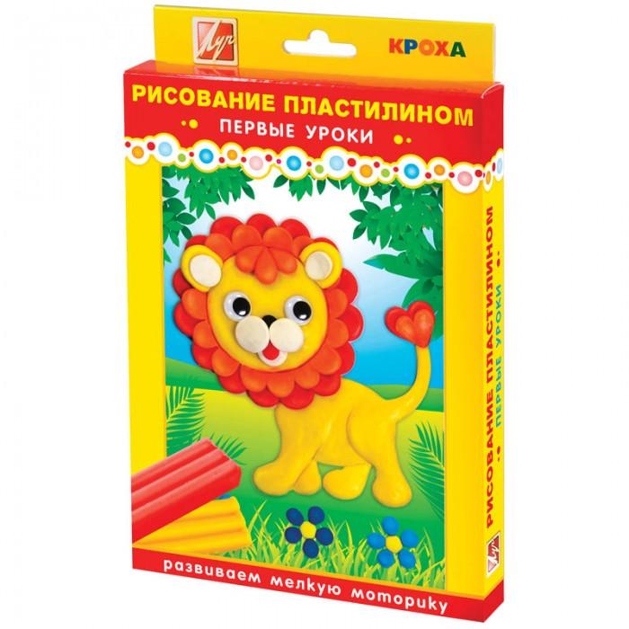 Луч Набор для рисования пластилином ЛьвенокНабор для рисования пластилином ЛьвенокНабор для рисования пластилином Львенок представлен в яркой подарочной упаковке в серии товаров для малышей Кроха. В набор входит: пластилин 6 цветов, цветной рисунок, стек – 1 шт. Набор разработан с учетом особенностей общего развития малыша. Мягкий пластилин из набора позволяет быстрее научить приёмам работы с пластилином: разрывать на крупные куски, отщипывать мелкие кусочки, раскатывать, расплющивать и придавливать к поверхности.<br>