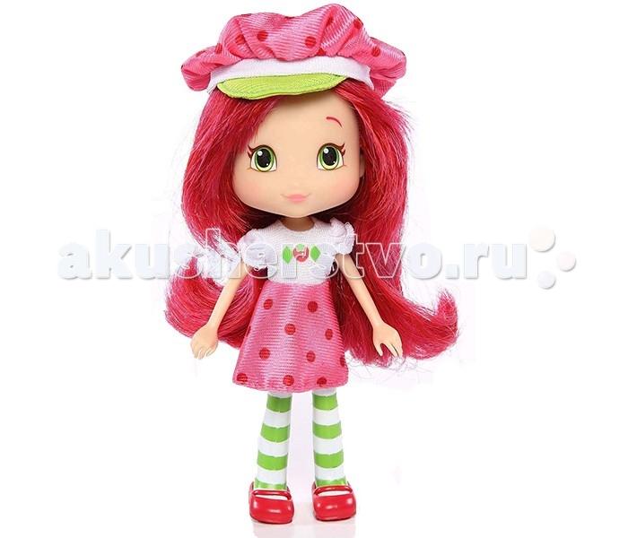 Strawberry Shortcake Кукла Земляничка 15 смКукла Земляничка 15 смШарлотта Земляничка - главная героиня одноименного мультсериала, столь популярного среди девочек во всем мире. Добрая, отзывчивая и позитивная, она учит честности, вежливости и открытости. Девочка очень любит ходить на пикники вместе со своими подругами, искать приключения и веселиться.  Кукла Strawberry Shortcake создана специально для юных поклонниц мультфильма. Она одета в любимый наряд Землянички - розовая юбка в горошек, белая кофточка с рисунком ягодки, кепка и колготки в бело-зеленую полоску. У нее пышная прическа - длинные ярко-розовые волосы можно расчесывать, заплетать хвостики и косички.  Высота куклы составляет 15 см - благодаря небольшому размеру, ребенок может не расставаться с любимой Земляничкой, отправляясь на прогулку или в детский сад.<br>