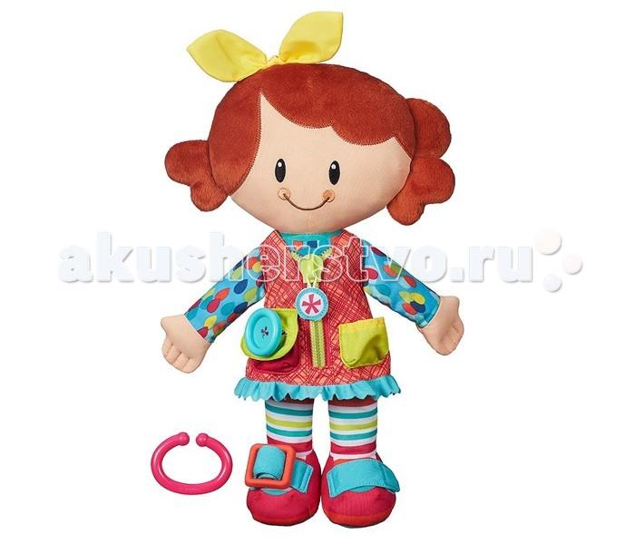Развивающая игрушка Playskool Hasbro Одень друга и возьми с собойHasbro Одень друга и возьми с собойУникальная кукла Одень друга и возьми с собой. Она создана для малышей - как мальчиков, так и девочек. На ней надето множество элементов одежды, которые ребенок с интересом будет снимать и надевать, развивая мелкую моторику и тактильные ощущения.   Кукла может стать настоящим другом для ребенка, благодаря небольшому размеру и легкому весу ее можно брать на прогулку или в путешествие. Также в комплекте предусмотрено пластиковое кольцо, с помощью которого куклу можно пристегивать к сумке, кроватке или коляске.  Кукла-девочка. Она одета в голубую кофточку в разноцветный горошек, цветной сарафанчик на молнии, розовые туфельки с голубой липучкой и полосатые колготки. Кукла-мальчик. Он одет в зеленую кофточку, сине-голубой жилет на молнии с накладным карманом, разноцветные кеды и синие штанишки.<br>