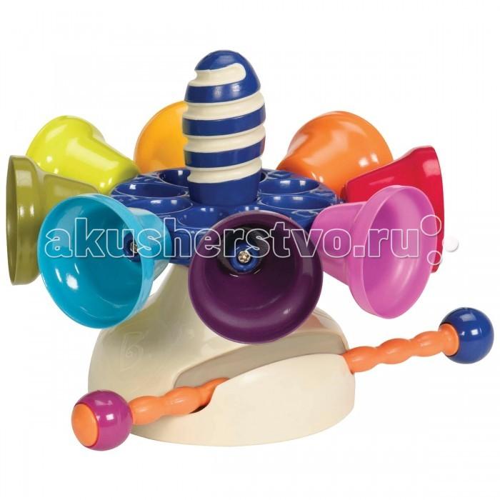 Музыкальная игрушка Battat Карусель колокольчиковКарусель колокольчиковМузыкальная игрушка Battat Карусель колокольчиков яркая и необычайно красивая игрушка сделает из детской игры настоящий праздник, она дарит Вашим глазам радость, а слуху – невероятный каскад насыщенных и приятных звуков.   В игрушке есть семь колокольчиков, что совершенно не случайно, так как это число соответствует количеству нот. В игрушке также имеется семь записанных мелодий, которые малыш будет с удовольствием слушать снова и снова, причем Вы можете разнообразить звучание игрушки, скачав дополнительные композиции, размещенные на сайте www.justb-byou.com.   С игрушкой ребенок будет сочинять собственные мелодии для песен и танцев. Карусель следует раскрутить и ударять палочкой по колокольчикам, каждый из которых имеет свой тон. Завершив игру палочку можно спрятать в подставку игрушки. С колокольчиками малыш сможет играть, держа игрушку в руках или поставив ее на стол.<br>