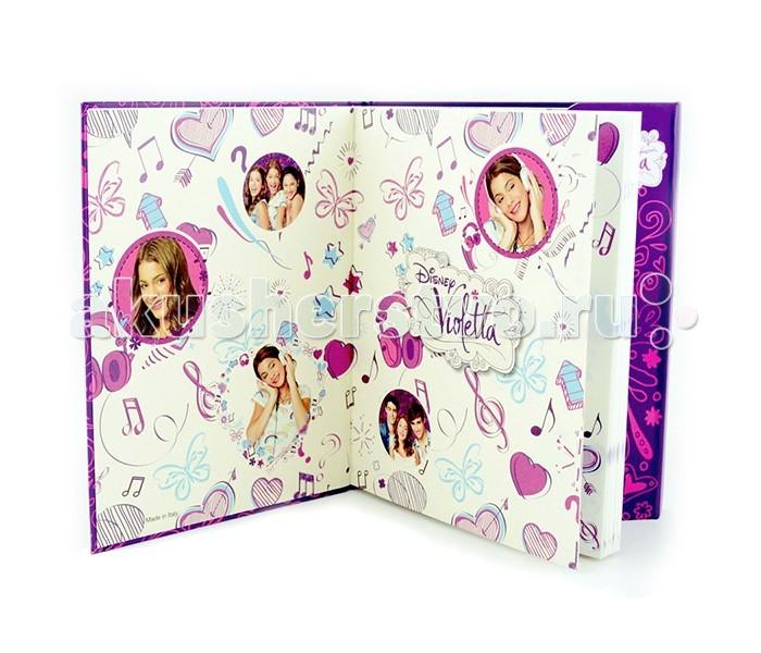 Disney Violetta Дневник с магнитным замкомVioletta Дневник с магнитным замкомКрасочный дневник на магните - как в известном молодежном сериале «Виолетта» (Violetta)!  Яркие странички со всевозможными рисунками на каждой из них - возможно, это нарисовала сама Виолетта?   Этот дневник не оставит равнодушной ни одну из поклонниц истории 17-и летней девушки Виолетты, награжденной отличным голосом и мечтающей учиться вокалу и танцам в Студия 21, несмотря на запреты отца и довольно замкнутого образа жизни.  Записывай свои секреты, мечты и задумки в этот потрясающий дневник на магните!<br>
