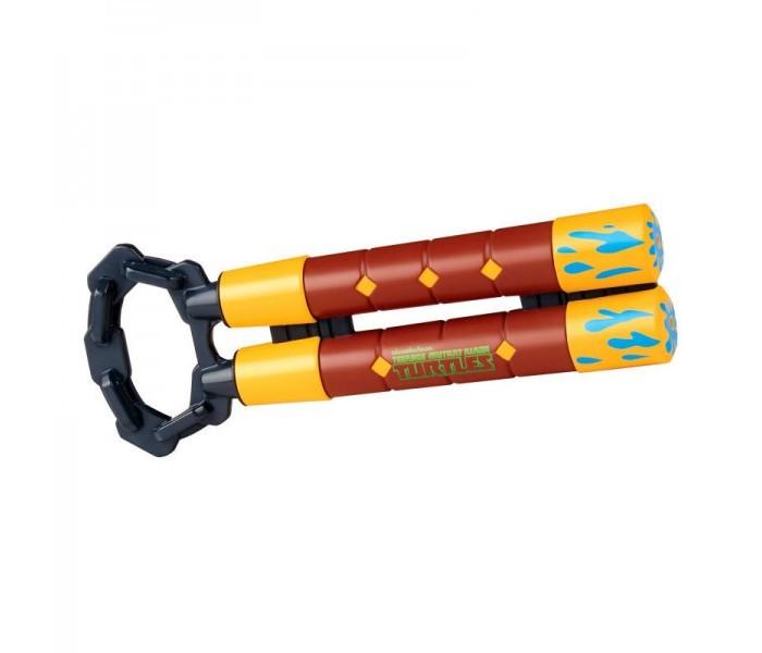 Playmates TMNT Водяное оружие Черепашки-ниндзя НунчакиВодяное оружие Черепашки-ниндзя НунчакиPlaymates TMNT Водяное оружие Черепашки-ниндзя Нунчаки.  Водяное оружие Черепашки-ниндзя, выполненное в форме сложенных нунчак, оснащено ручным насосом, с помощью которого можно и закачивать воду, и совершать выстрелы. Данная пластмассовая игрушка внешним видом копирует оружие Майки, одного из главных героев фильмов и мультиков TMNT. С данной игрушкой ребенок сможет весело проводить время с друзьями во дворе или в бассейне.<br>