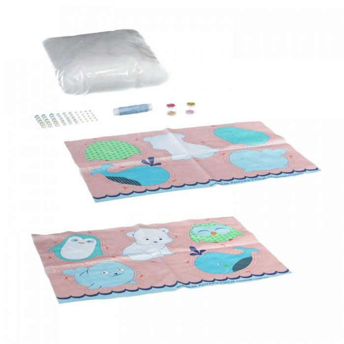 Bondibon Набор для творчества Шить - просто Жители АнтарктикиНабор для творчества Шить - просто Жители АнтарктикиНабор для творчества. Шить - просто! Жители Антарктики.  Набор предназначен для того, чтобы сшить замечательные мягкие игрушки своими руками.   Прогладь ткань с изображением, вырежи по пунктирам и аккуратно сшей, добавляя набивной материал и следуя инструкции.   После ты сможешь украсить игрушку разнообразными аксессуарами: бантиками, заколками, яркими сережками. В каждом наборе – все необходимое для изготовления пяти забавных игрушек или целого букета цветов!<br>