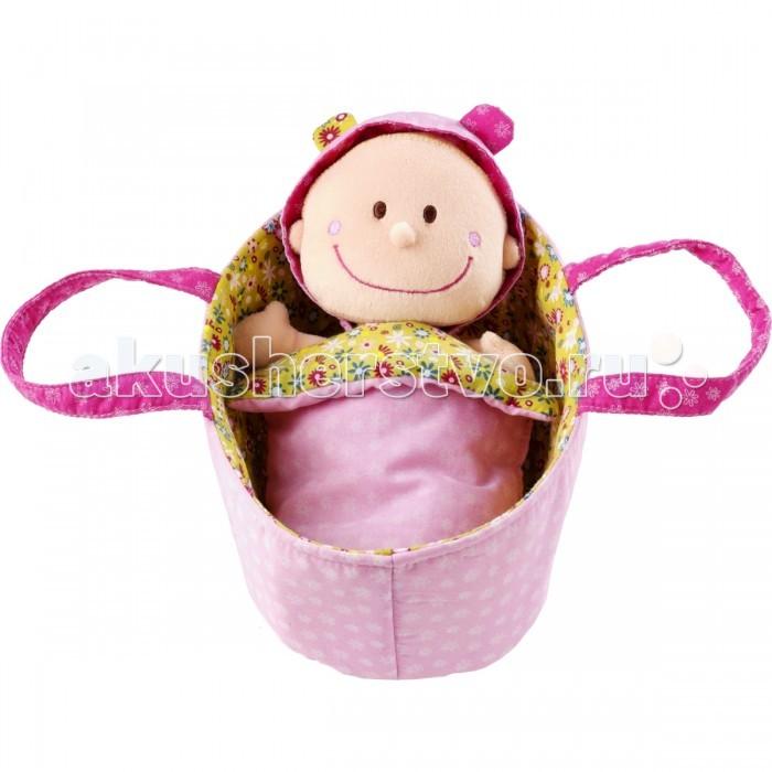 Lilliputiens Мягкая куколка в переноскеМягкая куколка в переноскеLilliputiens Мягкая куколка в переноске. Малышка Хлоя уютно спит в своей корзинке, под одеялом. Когда она просыпается, ей нужно сменить подгузник. Подгузник и пижама легко снимаются и надеваются, поэтому забота о малышке будет доставлять ребенку огромное удовольствие!<br>