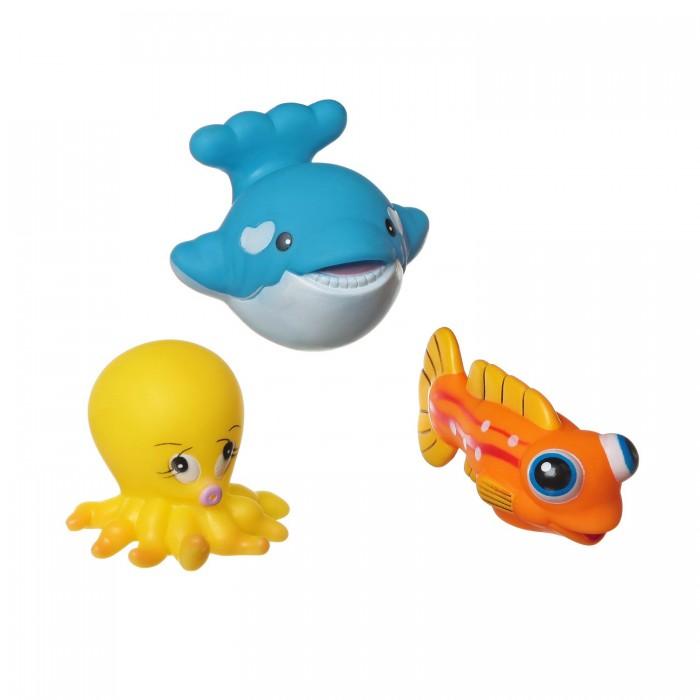 Bondibon Игровой набор для купания 3 шт. ВВ1395Игровой набор для купания 3 шт. ВВ1395Игровой набор для купания кит, рыба, осьминог, 3 шт.  Игрушки для ванной способны превратить ежедневное купание в увлекательное и обучающее занятие. В качестве самой первой игрушки для купания отлично подойдут безопасные и яркие игрушки для купания ТМ Baby You Bondibon! Они сделают процесс купания непринужденным и увлекательным. Малышу будет весьма интересно наблюдать, как игрушки плавают и не тонут.   Кроха обязательно попытается поймать и схватить их. Такие простые действия для взрослых и такие интересные и познавательные для маленького ребенка.   С помощью этих манипуляций малыш разовьет мелкую моторику, познавательные способности и общие двигательные навыки.<br>