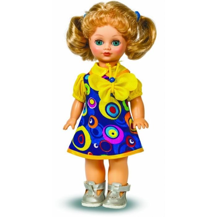 Весна Кукла Лена 9 42 смКукла Лена 9 42 смВесна Кукла Лена 9 (озвученная) покорит сердце любой девочки! Обаятельный внешний вид и прелестные одежки игрушечной красавицы вызывают только самые добрые и положительные эмоции.  Особенности: У очаровательной куклы Лены малахитово-зеленые глаза и прелестные золотистые хвостики.  На ней надеты яркое летнее платье с бабочкой и серебристые башмачки. Комплект дополняют резиночки в тон платью. У Лены закрываются глазки, и она умеет разговаривать.  При нажатии на звуковое устройство, вставленное в спинку, кукла произносит следующие фразы:  - Теперь ты моя подруга.  - Ты не забыла - сегодня мы идем на праздник.  - Нам нужно быть красивыми.  - Сделай мне прическу!  - Получилось очень красиво!  - Теперь себе.  - Не забудь про маникюр.  - А нарядное платье?  - Мы сегодня самые красивые!  Очаровательная кукла фирмы Весна покорит сердце любой девочки! Обаятельный внешний вид и прелестные одежки игрушечных красавиц вызывают только самые добрые и положительные эмоции. Куклы производятся на российских фабриках из нетоксичных, безопасных для детей материалов. Они отличаются высоким качеством, проработанностью деталей и гармоничными пропорциями тела. Голова и ручки кукол изготовлены из эластичного винила, очень приятного на ощупь, а туловище и ножки - из прочной пластмассы. У кукол густые мягкие волосы, которые можно мыть, расчесывать и заплетать как только захочется. Они прочно закреплены и способны выдержать практически любые творческие порывы ребенка. Особый восторг у маленьких модниц вызывают нарядные костюмы, которые можно снимать и менять. Дополнительно к куклам выпускаются самые разнообразные комплекты одежды. С прелестной куклой отечественного производства возможно не просто весело проводить время, но и научиться одеваться по сезону. Игра с очаровательными куклами поможет развить мелкую моторику, а возможность менять костюмчики и прически формирует эстетический вкус. Милая игрушка станет лучшей подружкой для девочки и научит ребенк