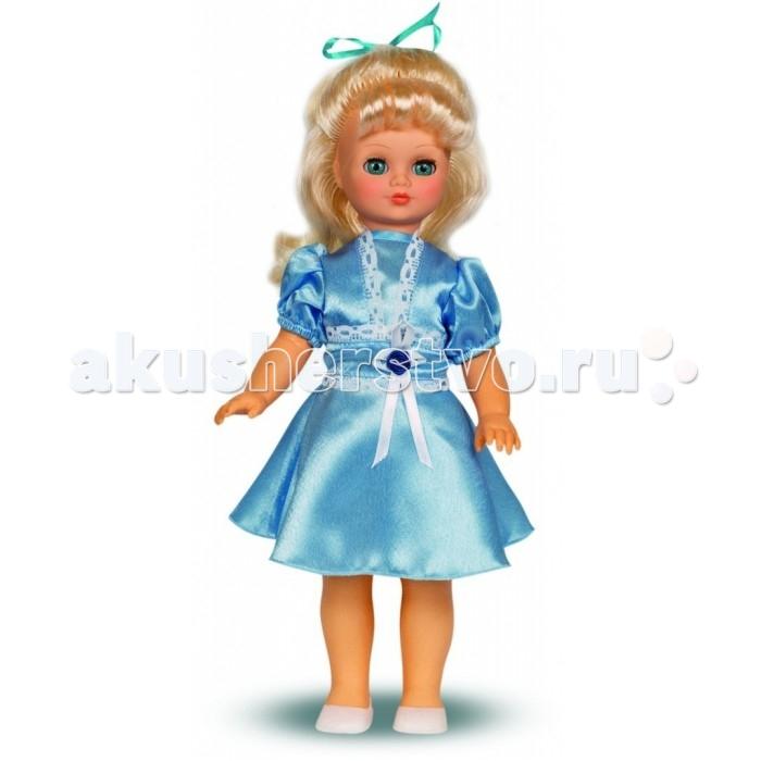 Весна Кукла Лиза 4 49 смКукла Лиза 4 49 смВесна Кукла Лиза 4 (озвученная) покорит сердце любой девочки! Обаятельный внешний вид и прелестные одежки игрушечной красавицы вызывают только самые добрые и положительные эмоции.  Особенности: У красавицы Лизы прекрасные голубые глаза и длинные золотистые волосы.  На ней надето нарядное голубое платье из атласа и белые туфельки. У Лизы закрываются глазки, и она умеет разговаривать.  При нажатии на звуковое устройство, вставленное в спинку, кукла произносит следующие фразы:  - Привет! Давай потанцуем.  - Я люблю музыку.  - Возьми меня за ручки.  - Покружись со мной.  - Как здорово!  - А сейчас спой мне песенку.  - А другую песенку…  - Мне очень нравится!  Очаровательная кукла фирмы Весна покорит сердце любой девочки! Обаятельный внешний вид и прелестные одежки игрушечных красавиц вызывают только самые добрые и положительные эмоции. Куклы производятся на российских фабриках из нетоксичных, безопасных для детей материалов. Они отличаются высоким качеством, проработанностью деталей и гармоничными пропорциями тела. Голова и ручки кукол изготовлены из эластичного винила, очень приятного на ощупь, а туловище и ножки - из прочной пластмассы. У кукол густые мягкие волосы, которые можно мыть, расчесывать и заплетать как только захочется. Они прочно закреплены и способны выдержать практически любые творческие порывы ребенка. Особый восторг у маленьких модниц вызывают нарядные костюмы, которые можно снимать и менять. Дополнительно к куклам выпускаются самые разнообразные комплекты одежды. С прелестной куклой отечественного производства возможно не просто весело проводить время, но и научиться одеваться по сезону. Игра с очаровательными куклами поможет развить мелкую моторику, а возможность менять костюмчики и прически формирует эстетический вкус. Милая игрушка станет лучшей подружкой для девочки и научит ребенка доброте и заботе о других.  Производитель оставляет за собой право изменения цветовой гаммы одежды и волос куклы, цвет глаз м