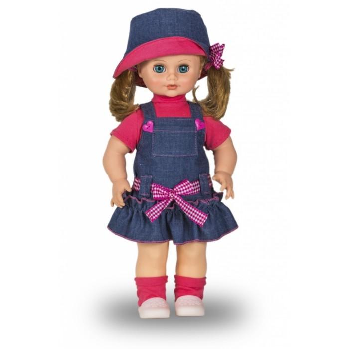 Весна Кукла Инна 21 49 смКукла Инна 21 49 смВесна Кукла Инна 21 (озвученная) покорит сердце любой девочки! Обаятельный внешний вид и прелестные одежки игрушечной красавицы вызывают только самые добрые и положительные эмоции.  Особенности: У хорошенькой куклы Инны небесно-голубые глаза и чудесные русые волосы.  На ней надеты розовая футболочка, джинсовый сарафанчик и розовые носочки. Комплект дополняют белые туфельки, шляпка и резиночки для волос. У Инны закрываются глазки, и она умеет разговаривать.  При нажатии на звуковое устройство, вставленное в спинку, кукла произносит следующие фразы:  - Привет! Давай потанцуем.  - Я люблю музыку.  - Возьми меня за ручки.  - Покружись со мной.  - Как здорово!  - А сейчас спой мне песенку.  - А другую песенку…  - Мне очень нравится!  Очаровательная кукла фирмы Весна покорит сердце любой девочки! Обаятельный внешний вид и прелестные одежки игрушечных красавиц вызывают только самые добрые и положительные эмоции. Куклы производятся на российских фабриках из нетоксичных, безопасных для детей материалов. Они отличаются высоким качеством, проработанностью деталей и гармоничными пропорциями тела. Голова и ручки кукол изготовлены из эластичного винила, очень приятного на ощупь, а туловище и ножки - из прочной пластмассы. У кукол густые мягкие волосы, которые можно мыть, расчесывать и заплетать как только захочется. Они прочно закреплены и способны выдержать практически любые творческие порывы ребенка. Особый восторг у маленьких модниц вызывают нарядные костюмы, которые можно снимать и менять. Дополнительно к куклам выпускаются самые разнообразные комплекты одежды. С прелестной куклой отечественного производства возможно не просто весело проводить время, но и научиться одеваться по сезону. Игра с очаровательными куклами поможет развить мелкую моторику, а возможность менять костюмчики и прически формирует эстетический вкус. Милая игрушка станет лучшей подружкой для девочки и научит ребенка доброте и заботе о других.  Производитель оставл