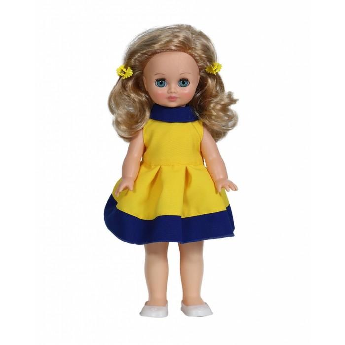 Весна Кукла Герда 7 42 смКукла Герда 7 42 смВесна Кукла Герда 7 (озвученная) покорит сердце любой девочки! Обаятельный внешний вид и прелестные одежки игрушечной красавицы вызывают только самые добрые и положительные эмоции.  Особенности: У милой куклы Герды лазурно-голубые глаза и прелестные золотистые локоны. На ней надето нарядное желто-синее платье и белые туфельки.  Комплект дополняют желтые заколки-цветочки. У Герды закрываются глазки, и она умеет разговаривать.  При нажатии на звуковое устройство, вставленное в спинку, кукла произносит различные фразы.  Очаровательная кукла фирмы Весна покорит сердце любой девочки! Обаятельный внешний вид и прелестные одежки игрушечных красавиц вызывают только самые добрые и положительные эмоции. Куклы производятся на российских фабриках из нетоксичных, безопасных для детей материалов. Они отличаются высоким качеством, проработанностью деталей и гармоничными пропорциями тела. Голова и ручки кукол изготовлены из эластичного винила, очень приятного на ощупь, а туловище и ножки - из прочной пластмассы. У кукол густые мягкие волосы, которые можно мыть, расчесывать и заплетать как только захочется. Они прочно закреплены и способны выдержать практически любые творческие порывы ребенка. Особый восторг у маленьких модниц вызывают нарядные костюмы, которые можно снимать и менять. Дополнительно к куклам выпускаются самые разнообразные комплекты одежды. С прелестной куклой отечественного производства возможно не просто весело проводить время, но и научиться одеваться по сезону. Игра с очаровательными куклами поможет развить мелкую моторику, а возможность менять костюмчики и прически формирует эстетический вкус. Милая игрушка станет лучшей подружкой для девочки и научит ребенка доброте и заботе о других.  Производитель оставляет за собой право изменения цветовой гаммы одежды и волос куклы, цвет глаз может варьироваться.<br>