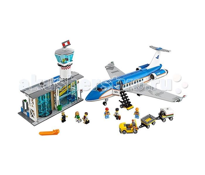 Конструктор Lego Город Пассажирский терминал аэропортаГород Пассажирский терминал аэропортаLego City Город Пассажирский терминал аэропорта состоит из 694 деталей, в комплект входят 6 мини-фигурок.  Твое увлекательное, полное приключений путешествие начинается в аэропорту! Сначала тебе, как и всем остальным пассажирам, необходимо пройти регистрацию в терминале аэропорта, сдать багаж, затем пройти проверку безопасности, отправиться на взлетную полосу и сесть в самолет. Не беспокойся о своем багаже - сотрудники аэропорта бережно погрузят его в самолет!  Терминал, самолет 6 мини-фигурок Служебный автомобиль, трап<br>