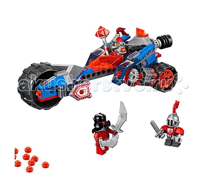 Конструктор Lego Нексо Молниеносная машина МэйсиНексо Молниеносная машина МэйсиLego Nexo Knights Нексо Молниеносная машина Мэйси собирается из 202 деталей и включает 3 минифигурки.  Мэйси - единственная девушка-рыцарь в команде Нексо! На самом деле она принцесса, но ей скучно сидеть в замке. Мэйси очень храбрая и встает на защиту королевства от монстров плечом к плечу со своими друзьями. У минифигурки Мэйси серебряные с красным доспехи, на голове шлем с забралом, а на грудной пластине брони красуется герб в виде дракона. Оружие Мэйси - Фотонная булава, способная сразить любого врага!  По сюжету набора, Мэйси вместе со своим помощником-ботом отправляется на битву с Магмометателем, которая происходит у самых границ королевства Найтония. Чтобы добраться туда как можно быстрее и застать противника врасплох, Мэйси мчится на свой Молниеносной Машине. Это трехколесное транспортное средство, в несущей конструкции которого используются детали Technic. Большие рифленые шины способны преодолеть любые препятствия и неровности. Сбоку, рядом с задними колесами, расположены мощное многозарядные орудия. Чтобы привести их в боевую готовность, поверните колесико в задней части машины. Орудия синхронно поднимутся вверх - можно стрелять!  Рядом с передним колесом Молниеносной машины расположены специальные панели, на которых можно закрепить оружие и щиты. В задней части расположена кабина водителя, закрытая спереди прозрачным красным стеклом. Здесь находится панель управления. За кабиной есть небольшое возвышение для бота-оруженосца.  • В комплекте 3 минифигурки: Мэйси, Магмометатель и бот-оруженосец  • Машина Мэйси оснащена 2-мя скорострельными орудиями, синхронно поднимающимися при вращении колесика  • В наборе - Нексо Щит со способностью Взрыв Силы<br>