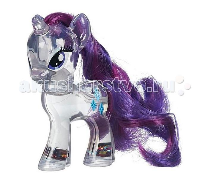 My Little Pony Рарити с блесткамиРарити с блесткамиРарити с блестками.  Фигурка одной из главных героинь анимационного многосерийного фильма, Рарити – единорога светло-серого цвета с пурпурно-синей гривой, выполнена из прозрачной пластмассы, внутри игрушка заполнена водой и разноцветными блестками. Встряхните игрушку и блестки закружат в волшебном танце, озаряя малышку пони изнутри магическим светом!  Хвостик и гриву пони можно чесать входящим в комплект набора гребешком, сооружать разнообразные прически, задействуя фантазию и воображение, плести косички, украшать волосы заколкой, которую Вы также найдете в упаковке с игрушкой.<br>