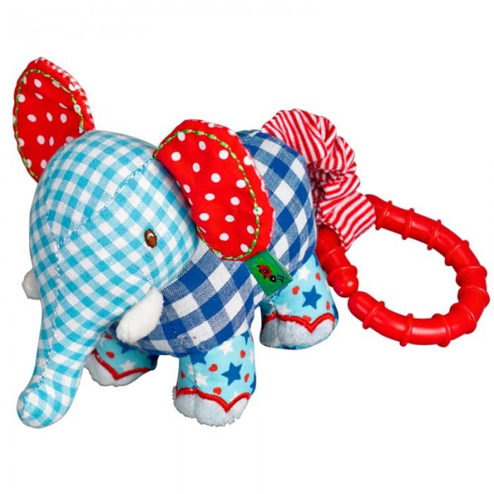 Развивающая игрушка Spiegelburg Слонёнок Baby GluckСлонёнок Baby GluckSpiegelburg Развивающий Слонёнок Baby Gluck.  Развивающий слоник Baby Gluck от немецкой компании Spiegelburg. Этот очаровательный слоник станет самым лучшим другом для вашего малыша.  Слоник сшит из высококачественной ткани, которая не вызывает аллергию и раздражение у детишек. Части тела слоника сшиты из ткани разной расцветки и узоров. К его хвостику присоединено крепление, которое подходит для прогулочных колясок, автокресел, детских кроваток и дугам развивающего коврика.  Играя с этим милым слоником, малыш будет развивать зрительный контакт и мелкую моторику рук, распознавание форм и цветов, а также тактильные ощущения. Мы уверены, вашему ребенку обязательно понравится Развивающий слоник Baby Gluck от немецкой компании Spiegelburg.<br>