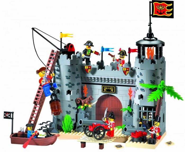 Конструктор Enlighten Brick Пиратская крепость 310 (362 элемента)Пиратская крепость 310 (362 элемента)Конструктор Enlighten Brick Пиратская крепость 310 (362 элемента). Конструктор - отличная игрушка для детей любого возраста. Он учит быть усидчивым и концентрироваться на достижение цели, развивает пространственное и логическое мышление, дает ребенку возможность анализировать и проявить творческий подход.   Дети любят все делать самостоятельно, так они познают мир, поэтому играть игрушкой, которую они собрали своими руками, особенно приятно.   Яркие элементы придутся по вкусу вашему ребенку.  Состоит из 362 деталей.<br>