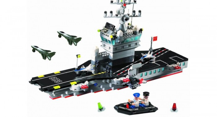 Конструктор Enlighten Brick Корабль-самолётоноситель 826 (508 элементов)Корабль-самолётоноситель 826 (508 элементов)Конструктор Enlighten Brick Корабль-самолётоноситель 826 (508 элементов). Конструктор - отличная игрушка для детей любого возраста. Он учит быть усидчивым и концентрироваться на достижение цели, развивает пространственное и логическое мышление, дает ребенку возможность анализировать и проявить творческий подход.   Дети любят все делать самостоятельно, так они познают мир, поэтому играть игрушкой, которую они собрали своими руками, особенно приятно.   Яркие элементы придутся по вкусу вашему ребенку.  В наборе 508 деталей.<br>