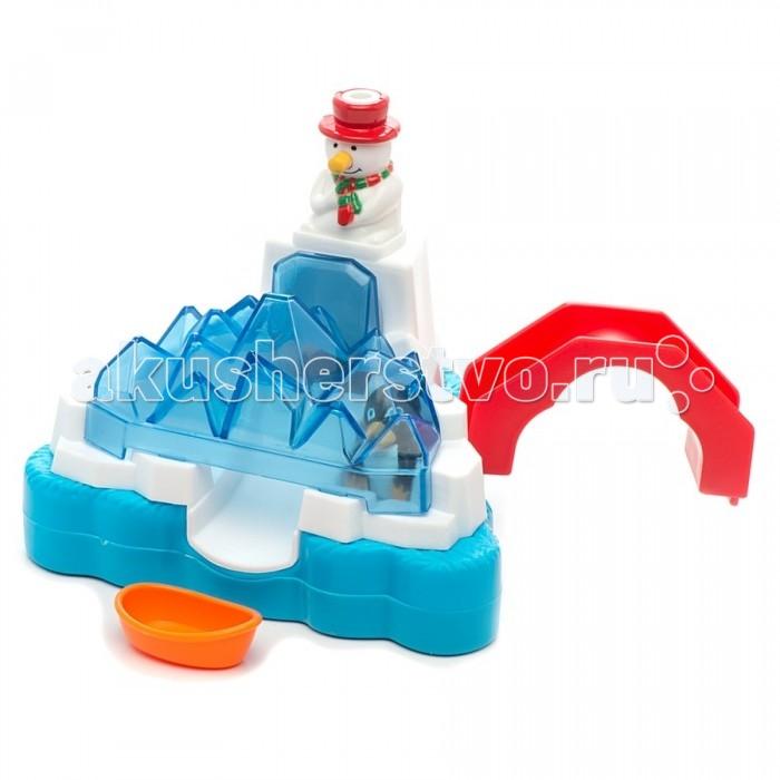Жирафики Игрушка для ванной Зимнее купаниеИгрушка для ванной Зимнее купаниеЖирафики Игрушка для ванной Зимнее купание представляет собой плавающую платформу из ледяной горки, на вершине которой стоит снеговик.  Особенности: Под снеговиком есть место, куда следует поместить пингвина.  Затем нужно полить водой снеговика, чтобы вода попала ему в шляпу.  Поток воды сдвинет пингвина и он скатится с горки.  Если у основания платформы положить лодочку, пингвин сможет попасть в лодку прямо с горки. У снеговика есть еще одна особенность - если ему нажать на нос, из его шляпки будет брызгать вода.<br>