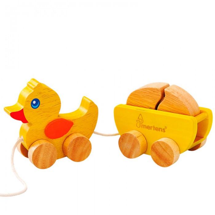 Каталка-игрушка Mertens Утка с яйцомУтка с яйцомMertens Каталка Утка с яйцом.  Эта чудесная каталка Утка с яйцом станет хорошим подарком для малыша, который только начал ходить.  Игрушка стимулирует ребенка идти все дальше и дальше, поддерживая его и помогая координировать свои движения. Качественная деревянная каталка на колесиках с яйцом в грузовичке порадует любого малыша.<br>
