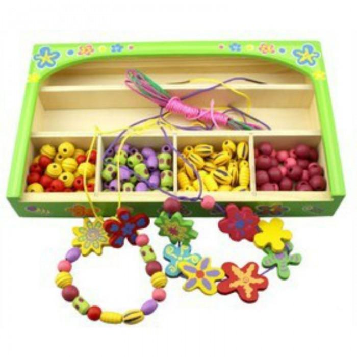 QiQu Wooden Toy Factory Шнуровка Бусы №1 в коробкеШнуровка Бусы №1 в коробкеШнуровка Бусы №1 в коробке, набор для создания украшений из дерева.  цвет коробочки в ассортименте.  Яркая деревянная игрушка для девочек. Способствует развитию фантазии, мышления, учит детей усидчивости.   Изготовлена из экологически-чистых материалов и предназначена для малышей и более взрослых детей.<br>