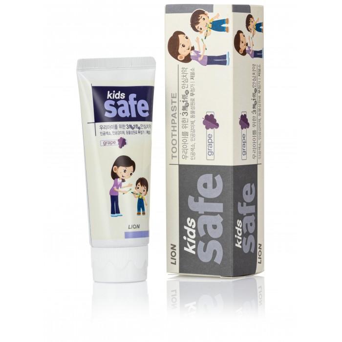 CJ Lion Детская зубная паста Kids Safe со вкусом виноградаДетская зубная паста Kids Safe со вкусом виноградаДетская зубная паста Kids Safe со вкусом винограда  Для детей от 3 до 12 лет. Четыре компонента для безопасности для наших детей:  Без красителей: не используются искусственные красители для придания красивого цвета зубной пасте. Продукт имеет прозрачную гелеобразную структуру. Без консервантов-парабенов: для сохранения натуральности в состав не были внедрены консерванты-парабены. Без сахарина: не содержит искусственный сахарин. Вместо него были использованы натуральные фруктовые добавки с ароматом приятным для детей. Низкое содержание фторида: количество фторида было уменьшено до 500ppm. Предотвращает появление кариеса и укрепляет зубную эмаль. Без красителей. Без парабенов. Без сахарина.  Состав: Фторид фосфата натрия, глицерофосфат кальция<br>