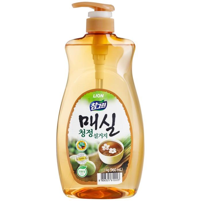 CJ Lion Средство для мытья посуды Chamgreen Японский абрикос флакон-дозатор 960 млСредство для мытья посуды Chamgreen Японский абрикос флакон-дозатор 960 млCJ Lion Средство для мытья посуды Chamgreen Японский абрикос флакон-дозатор 960 мл  Экологическое моющее средство премиум-класса для мытья посуды, фруктов, овощей. Концентрированная формула обеспечивает экономичность использования и превосходный моющий эффект. Растительные экстракты и добавки для защиты кожи сохраняют красоту ваших рук и безопасны даже для чувствительной кожи. Благодаря уникальной технологии «Антисептик 99,9%» средство обладает мощной антибактериальной формулой.   Средство 100% биоразлагаемое! Безопасное для здоровья человека, и окружающей среды!   Состав: алкилэфирсульфат, оксид алкиламина, альфа олефин сульфонат натрия, полиэтиленгликоль, лимонная кислота, бензоат натрия, ароматизатор, этанол, вода.   Меры предосторожности: При попадании на слизистую оболочку глаз - обильно промыть водой. Хранить при комнатной температуре в недоступном для детей месте, вдали от прямых солнечных лучей и нагревательных приборов.<br>