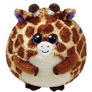 Мягкая игрушка TY Жираф Tippy 20 смЖираф Tippy 20 смИгрушка TY Жираф Tippy 20 см принесет столько радости, что Ваш дом наполнится детским заразительным смехом.  Мягкая игрушка Жираф Tippy была впервые представлена в 2011 году, она создана по принципу неваляшки и выполнена в виде мячика. Это увлекательное развлечение для детей, ведь игрушку можно катать, хлопать, бросать и она всегда будет принимать вертикальное положение гранул внутри. Очаровательная мордашка никого не оставит равнодушным.   Все игрушки американской компании TY абсолютно безопасены, выполнены из экологичных материалов, красители не выцветают, не пачкаются, не выделяются токсины.   Размер: 20 см Материал: Текстиль,пластик<br>