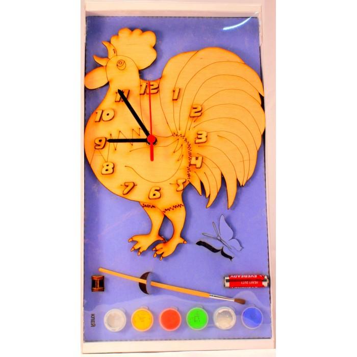 Бэмби Часы с циферблатом под роспись Петух с краскамиЧасы с циферблатом под роспись Петух с краскамиЧасы с циферблатом под роспись Петух с красками  Сделать эту игрушку яркой и разноцветной помогут безопасные краски из набора. Малыш сможет проявить все свои творческие идеи и приобретет много полезных навыков. Часы под роспись «Петух» имеют встроенный механизм, поэтому они являются не только украшением для детской комнаты, но и наглядным образовательным пособием для изучения цифр и временных отрезков.   Состав набора: заготовка для росписи (часы с циферблатом,), 4 маленькие баночки с красками, кисть.<br>