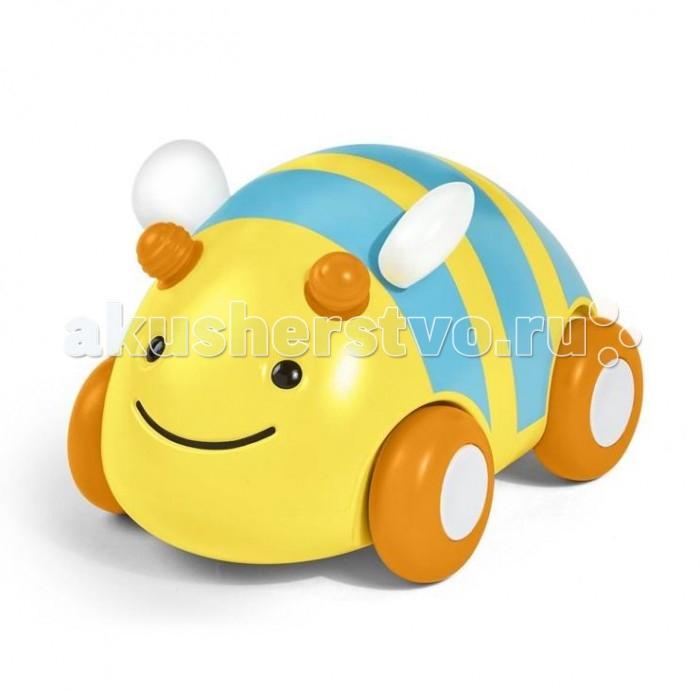 Развивающая игрушка Skip-Hop Пчела-машинкаПчела-машинкаSkip-Hop развивающая игрушка Пчела-машинка предназначается для малышей, которые начинают ползать.   Яркая игрушка в виде пчелки дополняется колесиками, ребенку будет удобно катить веселую машинку-пчелку и ползти вслед за ней.   Инерционный механизм игрушки позволяет немного откатить ее назад и отпустить - машинка быстро поедет вперед. Колеса пчелки выполнены из резины, которая смягчает ее движение и защищает пол от повреждений.   Игрушка изготовлена из безопасного высококачественного материала, ее приятно и удобно держать в маленьких ручках.   Пчелка-машинка поможет малышу в развитии цветового и звукового восприятия, а также мелкой моторики рук и координации движений.   Состав: пластик, резина. Не содержит поливинилхлорид и фталаты Размеры: 11 х 8 х 8 см.<br>