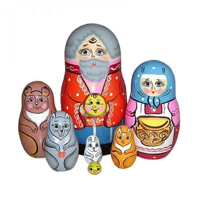 Деревянная игрушка Русская народная игрушка (РНИ) Матрешка Колобок 7 фигурокМатрешка Колобок 7 фигурокМатрешка Колобок 7 фигурок,самая большая — дедушка, чуть меньше — бабушка, медведь, волк, лиса, заяц и совсем крошечный колобок.   Матрешки — это очень многофункциональные игрушки. В первую очередь, комплект позволит ребенку познакомиться с понятиями величины и размера, а также освоить счет.   Кроме того, с помощью красочных матрешек можно разыгрывать театральные представления, вовлекая малыша в сюжетно-ролевую игру. Набор способствует развитию воображения, памяти, внимания, а также тренировки мелкой моторики и сенсорной чувствительности.<br>