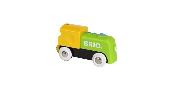 Brio Мой первый паровозик на батарейкахМой первый паровозик на батарейкахBrio Мой первый паровозик на батарейках. Паровоз работает на батарейках и может двигаться по рельсам самостоятельно. Чтобы начать/остановить движение паровозика нужно просто нажать на него ладошкой.   К паровозику с помощью магнитной сцепки можно легко присоединить любой вагончик, поэтому собрать железнодорожный состав сможет даже самый маленький ребёнок.<br>