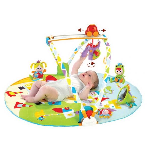 Развивающий коврик Yookidoo интерактивный Страна сказок; круглый с дугамиинтерактивный Страна сказок; круглый с дугамиКоврик игровой интерактивный Страна сказок; круглый с дугами компании Yookidoo - это прорыв в области создания развивающих игрушек. Инновационный коврик Yookidoo – это первый тренажерный зал для ребенка.   Коврик Страна сказок развивает физическую активность ребенка в течение 12 месяцев жизни. Страна сказок работает на батарейках. В комплект входит музыкальная машинка, которая движется по специальной дорожке. Коврик позволяет играть малышу лежа на спине, животе и сидя. Размер упаковки 52 x 81 x 11.5 Состав Коврик, машинка, 5 игрушек Размеры 105х85 см Рекомендуется докупить 3 батареи напряжением 1,5V типа ААА (не входят в комплект).<br>
