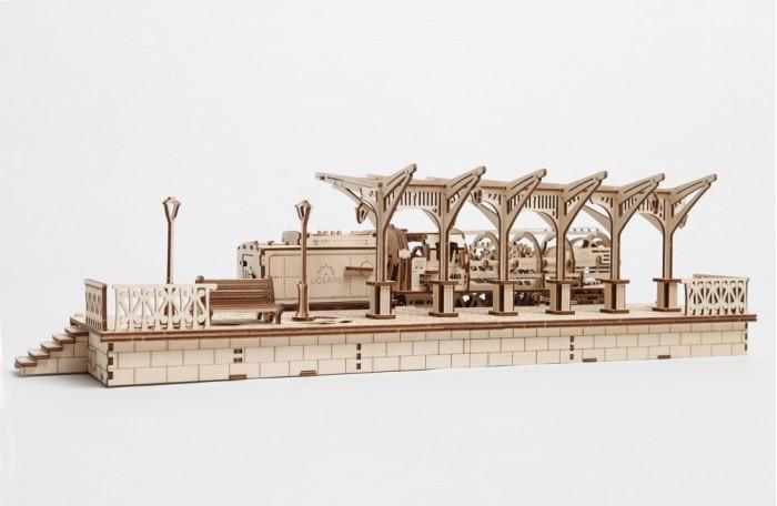 Конструктор Ugears 3D-Пазл Перрон 196 деталей3D-Пазл Перрон 196 деталейКонструктор 3D-Пазл Ugears Перрон  Каждый поезд нуждается в надлежащей станции. Для этого создана модель «Перрон», которая воспроизводит стиль красивой европейской железнодорожной станции. В дополнение к часам, фонарным столбам и скамейке эта модель имеет секретный выдвижной ящик с замком и ключом, в котором можно хранить настоящие железнодорожные билеты.  Дизайн Перрон UGears отлично дополняется моделями «Поезд» и «Переезд», позволяя вам иметь собственную железнодорожную станцию прямо на своем рабочем столе, а стильный и оригинальный дизайн модели приведет в восторг инженеров-любителей любого возраста. В модели присутствует выдвижной ящик, открываемый замком и ключом.  Как это работает? Для сборки модели вам не потребуются клей или дополнительные инструменты. Просто выдавите детали из планшетов, запаситесь зубочистками и терпением. Подвижные сочленения можно смазать восковой или стеариновой свечой.   Характеристики Размер модели 748 х 182 х 245 мм Размер упаковки 370 х 170 х 35 мм Количество деталей 196 Материал Фанера (ФК)   Что в коробке 3D-пазл UGears Перрон (Railway Platform) Документация (RU, UA, EN)<br>