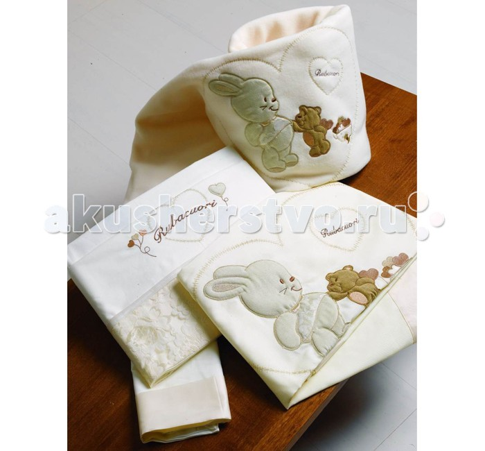 Постельное белье Roman Baby Rubacuori (3 предмета)Rubacuori (3 предмета)Прекрасный комплект Roman Baby Rubacuori - это настоящее нежное объятие сна. Комплект из высококачественного сатина (100% хлопок), а оригинальная аппликация зайчика и мишки в сердечке на бампере, и кружево придают модели особую неповторимость!  Основные характеристики: - ручная или машинная стирка при максимальной температуре 30°С - не отбеливать - гладить при средней температуре (до 150°С)  Материал: - 100% хлопок В комплекте: - одеяло (100x135 см) - одеяло-плед - наволочка (40x60 см.)  Общие размеры: - на кроватку 125х65 см - одеяло 100x135 см - наволочка 40x60 см<br>