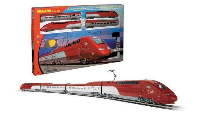 Mehano ThalysThalysЖелезная дорога «MEHANO» Thalys - отличная модель скоростного состава, идеальный подарок. Обтекаемые линии, темно-алый цвет, быстрое движение поезда делают его похожим на механическую птицу, которая летит по рельсам, будто не касаясь их.   Это стремительное изящество вписано в рамки рельсового овала, но при желании железнодорожное полотно можно увеличить, ведь все элементы железных дорог «MEHANO» совместимы друг с другом. Рельсы металлические, колеса паровозов из металла, Очень качественная игрушка.   Характеристики железной дороги «MEHANO» Thalys:  • масштаб 1:87;  • работает от электрической сети через адаптер – 220 вольт;  • возможность изменения скорости движения;  • размер собранного железнодорожного полотна: 117,5  смх 95,5 см;  • ширина колеи: 16,5 мм;  • размер упаковки: 64 x 38,5 x 34,5 см;  • все элементы комплекта совместимы с другими сборными моделями железной дороги «MEHANO», так что юный машинист сможет прокладывать различные маршруты, строить новые станции и придумывать неповторимый, свой собственный уникальный ландшафт.   В комплекте:  • 1 ведущий локомотив Thalys, 1 ведомый локомотив Thalys, 1 вагон первого класса, 1 вагон второго класса;  • 3,35 метров железнодорожного полотна: 12 радиальных рельс, 2 прямых;  • сетевой адаптер;  • пульт-контроллер;  • подробная инструкциями по сборке и управлению (с иллюстрациями).<br>