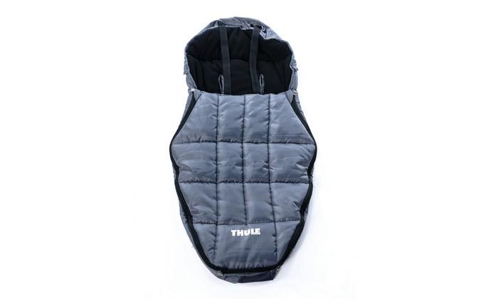 Демисезонный конверт Thule 130 см130 смТеплый мешок для младенцев Thule 130 см.  Утеплитель из полиэфирного волокна и регулируемый капюшон помогают сохранять тепло.   Возраст — от новорожденных до 2 лет.  Особенности Возможность использования с пятиленточным ремнем безопасности Легко чистится<br>