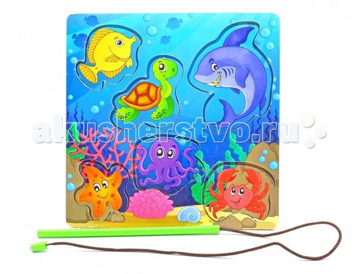 Деревянная игрушка Фабрика Мастер игрушек Рамка-вкладка Магнитная рыбалка 3Рамка-вкладка Магнитная рыбалка 3Развивающая игрушка «Магнитная рыбалка» познакомит ребенка с обитателями подводного мира, позволит развить ловкость, координацию и ориентацию на плоскости.   Вначале нужно показать ребенку, как играть с этой игрушкой. Для этого выньте вкладыш с помощью «удочки» и вставьте обратно, повторив действие несколько раз.   Можно показать, как Вы пробуете вставить фигурку то в одно, то в другое отверстие, пока не вставите в нужное.<br>