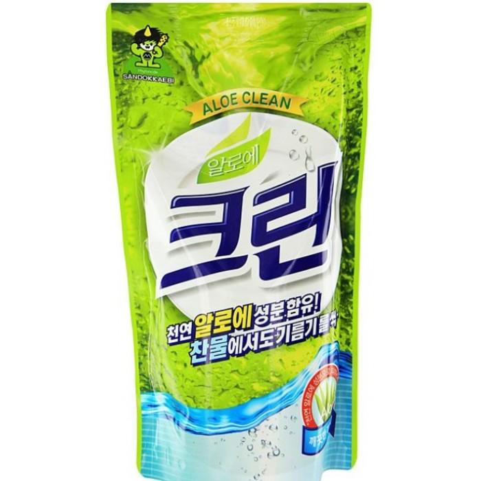 Sandokkaebi Aloe Clean Средство для мытья посуды запасной блок 800 гAloe Clean Средство для мытья посуды запасной блок 800 гSandokkaebi Aloe Clean Средство для мытья посуды запасной блок 800 г обладает превосходной моющей и обезжиривающей силой. Образует обильную пену, которая легко смывается при ополаскивании. Экстракт алоэ, входящий в состав средства, обладает антибактерицидными свойствами, защищает и увлажняет кожу.<br>
