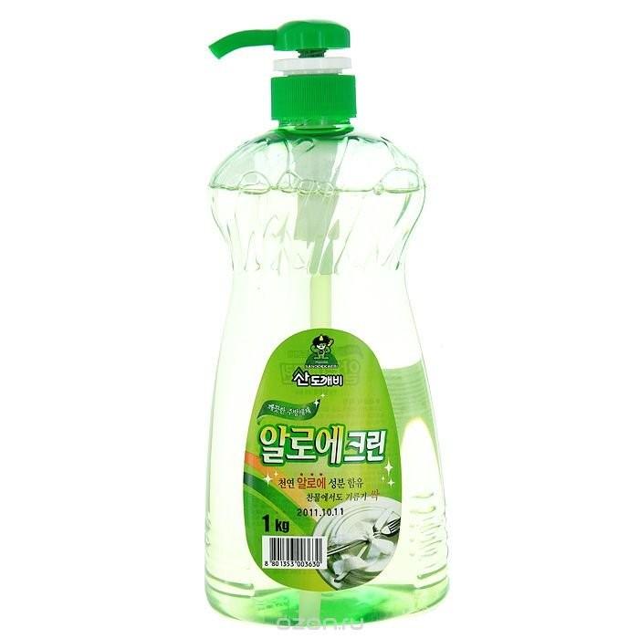 Sandokkaebi Aloe Clean Средство для мытья посуды флакон-дозатор 1 кгAloe Clean Средство для мытья посуды флакон-дозатор 1 кгSandokkaebi Aloe Clean Средство для мытья посуды флакон-дозатор 1 кг обладает превосходной моющей и обезжиривающей силой. Образует обильную пену, которая легко смывается при ополаскивании. Экстракт алоэ, входящий в состав средства, обладает антибактерицидными свойствами, защищает и увлажняет кожу.<br>