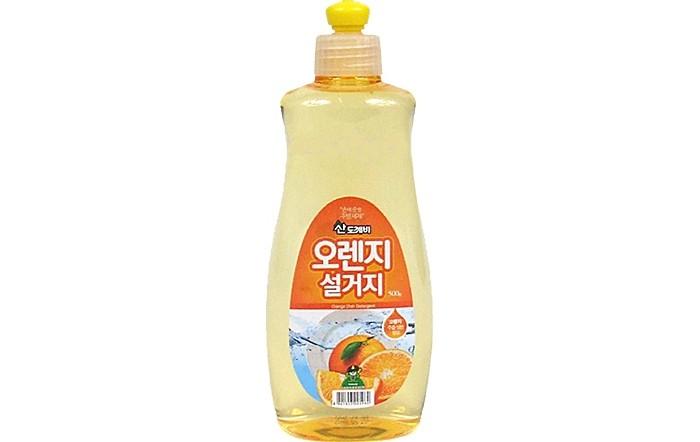 Sandokkaebi Средство для мытья посуды Апельсин флакон 500 гСредство для мытья посуды Апельсин флакон 500 гSandokkaebi Средство для мытья посуды Апельсин флакон 500 г  обладает превосходной моющей и обезжиривающей силой. Образует обильную пену, которая легко смывается при ополаскивании. Экстракт алоэ, входящий в состав средства, обладает антибактерицидными свойствами, защищает и увлажняет кожу.<br>