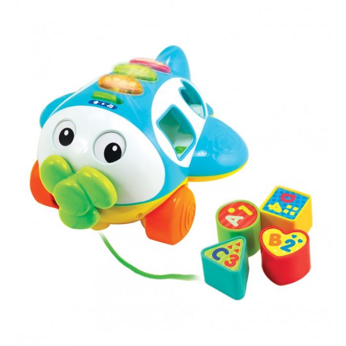 Каталка-игрушка Winfun Сортер свет и звукСортер свет и звукКаталка-сортер свет и звук  Едва научившись ходить, ваш малыш уже пытается таскать за собой любимые игрушки, причем стремится делать все сам? Чтобы ему было проще, дайте ему каталку-сортер производства компании Winfun.   Ее удобно возить за собой на веревочке, а звуковые и световые эффекты прекрасно развлекут вашего маленького непоседу.<br>
